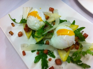 Salade de'endive et de roquette aux lardons et copeaux de pecorino